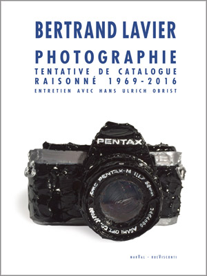 couverture du catalogue raisonné des photographies de Bertand Lavier aux Éditions Marval